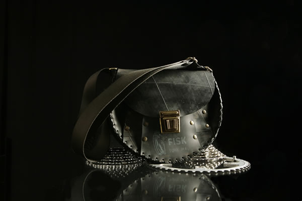 Satchel 4df4a034bda7a 1 Some of the Most Amazing Fashion Brands in the World   Part 2!